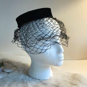 Vintage 1950/60s Black Velvet Pillbox Hat Netting